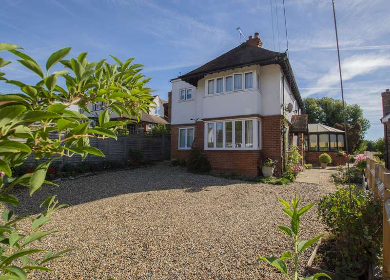 4 Bedrooms Detached House for sale in The Avenue, Mortimer Common, Reading, RG7