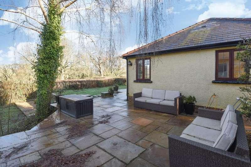 3 Bedrooms Detached Bungalow for sale in Hazelmere,Cwmcrawnon road,Llangynidr,, Powys NP8, NP8