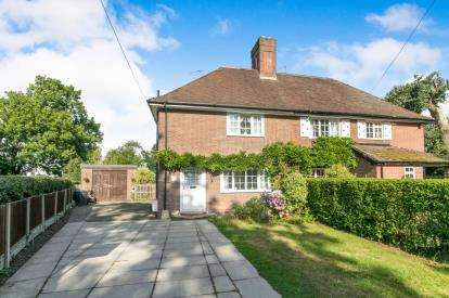 3 Bedrooms Semi Detached House for sale in Friars Park Cottage, Station Road, Lea-By-Backford, Chester, CH1