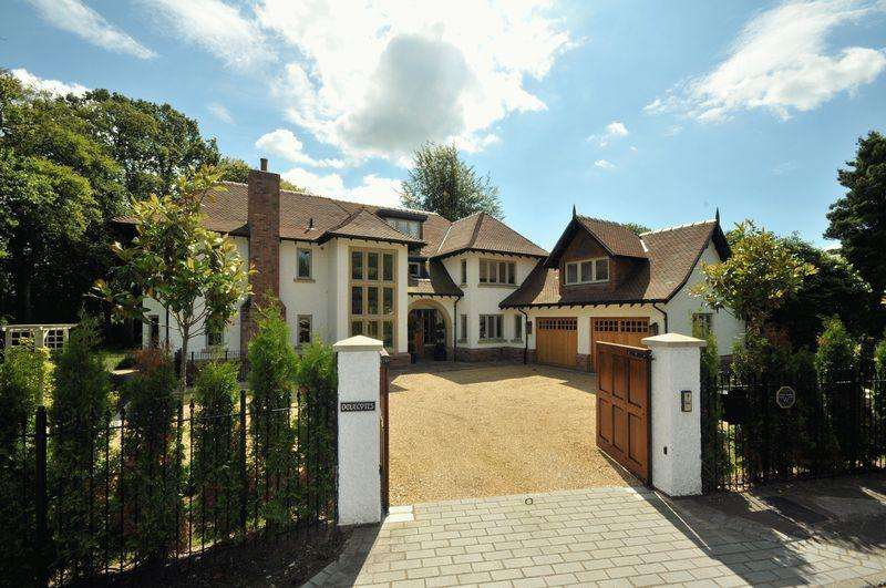 5 Bedrooms Detached House for sale in Lovat Drive, Knutsford