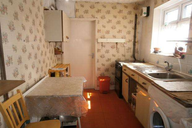 3 Bedrooms Terraced House for sale in Cavendish Road, Leicester, LE2
