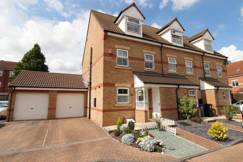 3 Bedrooms Town House for sale in Falcon Grove, Gainsborough