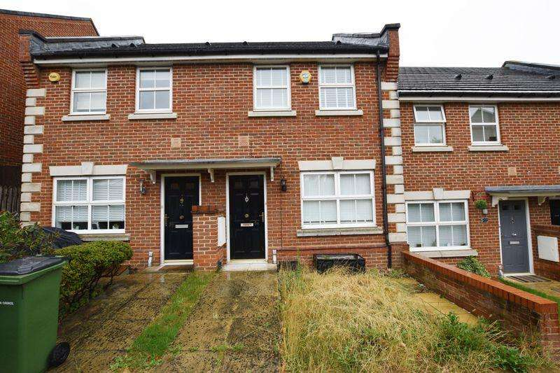 2 Bedrooms Terraced House for sale in Barlow Drive, Shooters Hill, SE18 4NE