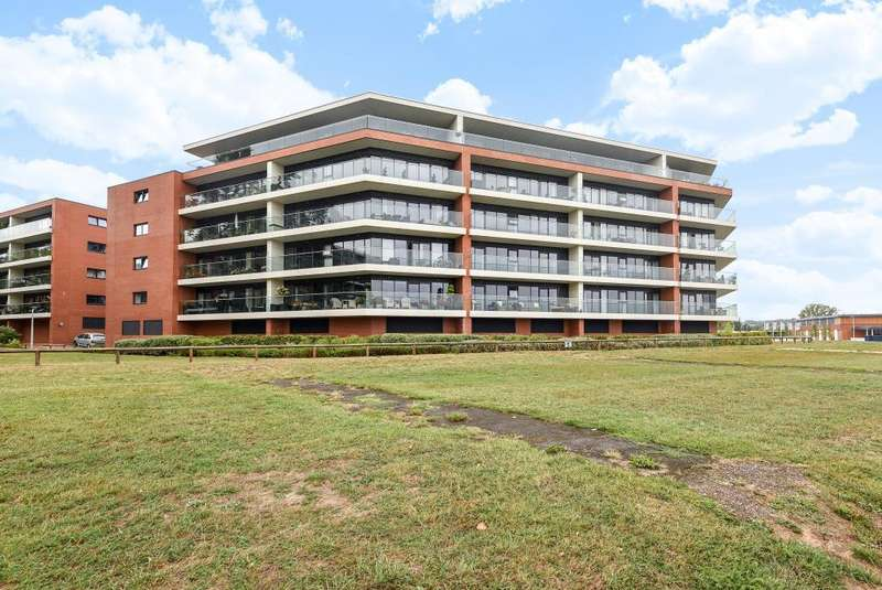 2 Bedrooms Flat for sale in Racecourse Road, Newbury, RG14