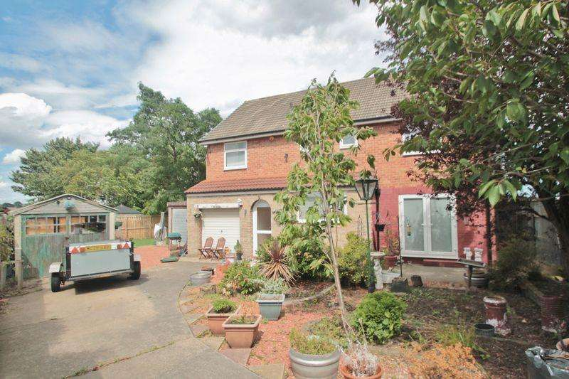 4 Bedrooms Detached House for sale in Amble View, Norton