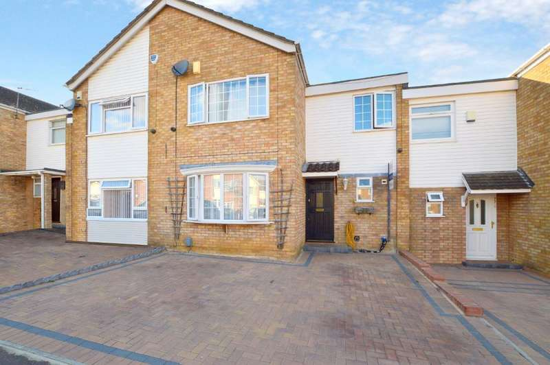 3 Bedrooms Semi Detached House for sale in Bracklesham Gardens, Stopsley, Luton, LU2 8QJ