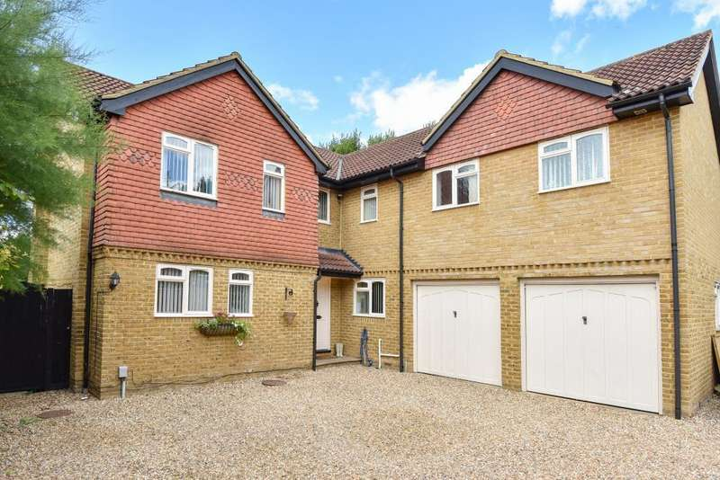 5 Bedrooms Detached House for sale in Warfield, Berkshire, RG42