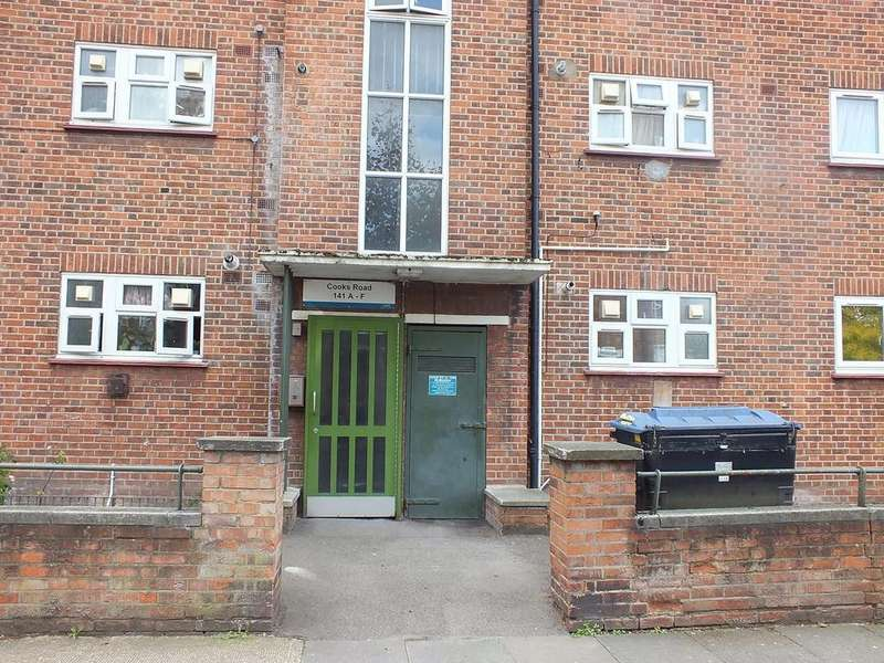2 Bedrooms Ground Flat for sale in Cooks Road, London SE17