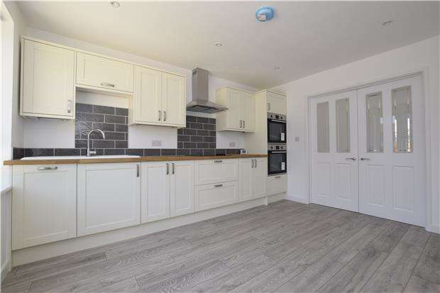 3 Bedrooms Semi Detached Bungalow for sale in Westland Avenue, Oldland Common, BS30 9SH
