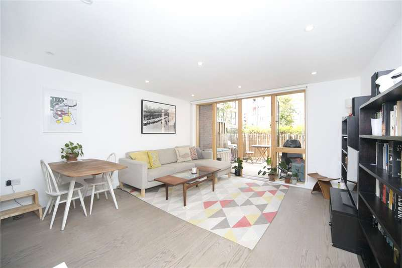 3 Bedrooms Flat for sale in Swimmers Lane, Haggerston, E2