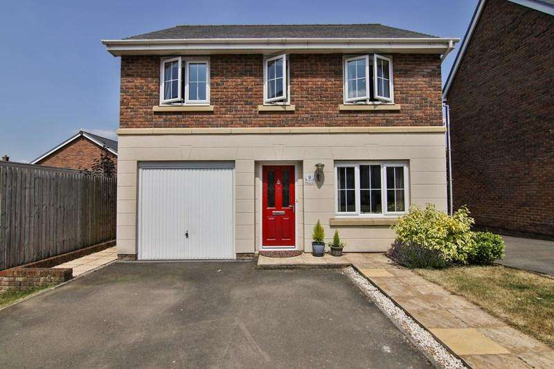 4 Bedrooms Detached House for sale in School Way, Llanfoist, Abergavenny
