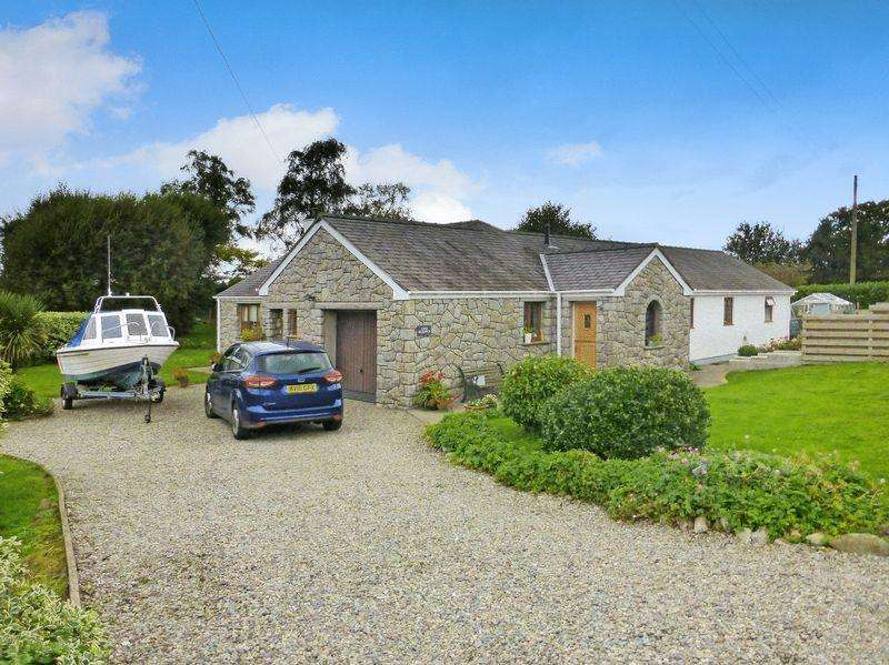 3 Bedrooms Detached House for sale in Caerhun