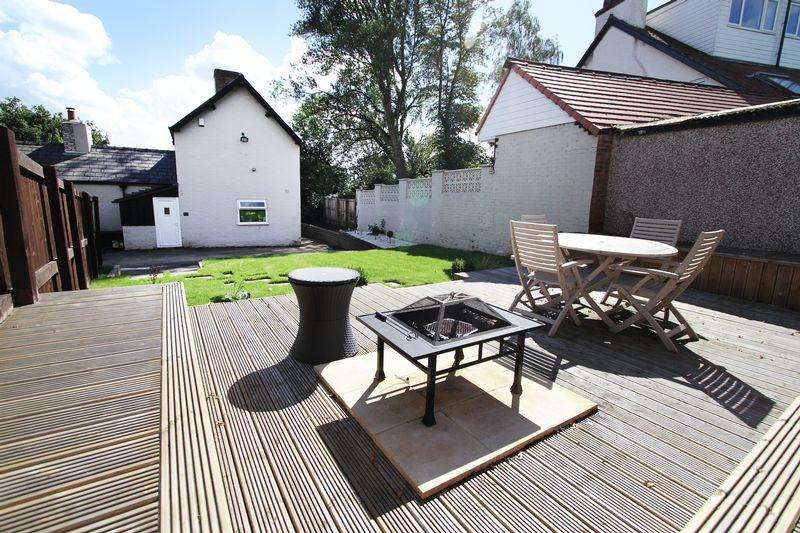 2 Bedrooms Semi Detached House for sale in Woodlands Drive, Atherton, Manchester, Greater Manchester.