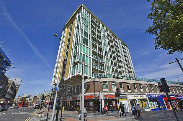 2 Bedrooms Flat for sale in Greens End, London