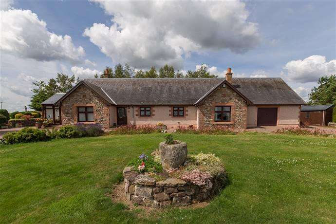 3 Bedrooms Detached Bungalow for sale in Birchlea Farm Welsh's Hill, Stirches, Hawick TD9 7NT