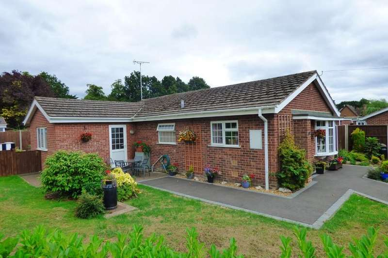 3 Bedrooms Detached Bungalow for sale in Park Crescent, Doveridge