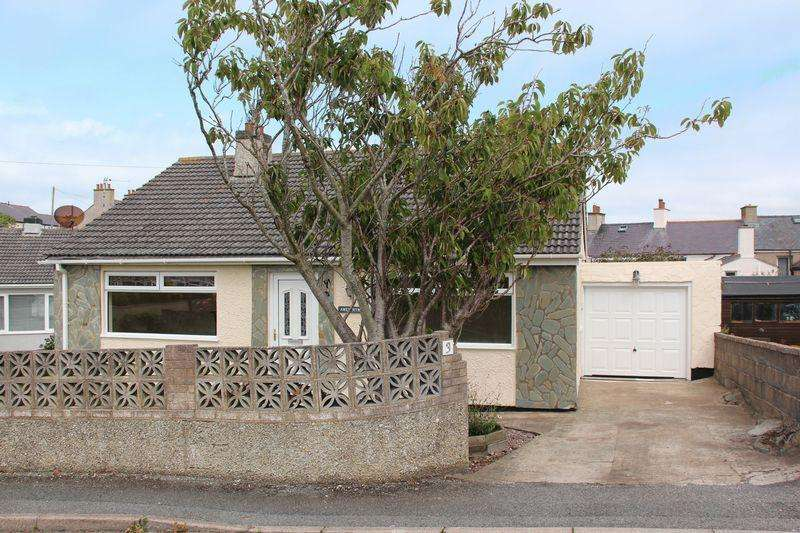 3 Bedrooms Bungalow for sale in Bryn Gwyn Road, Holyhead