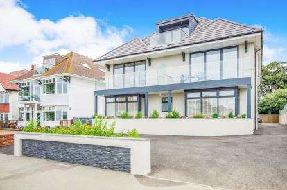 3 Bedrooms Flat for sale in Bournemouth, Dorset