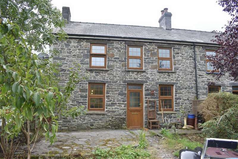 3 Bedrooms Semi Detached House for sale in Llanddewi Brefi, Tregaron