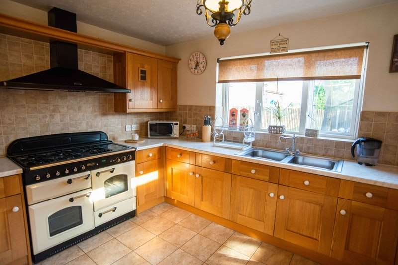 4 Bedrooms Detached House for sale in Bayswater Close, Priorslee, Shropshire, TF2