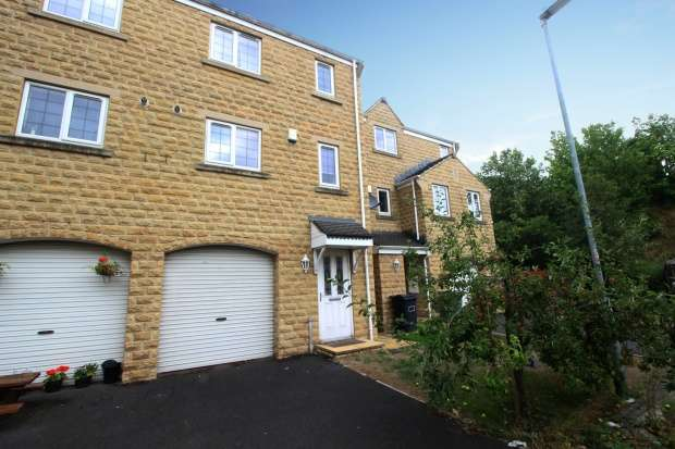 4 Bedrooms Semi Detached House for sale in Old Station Court, Heckmondwike, West Yorkshire, WF16 0JP