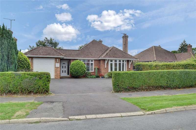 3 Bedrooms Detached Bungalow for sale in Pulens Crescent, Petersfield, Hampshire