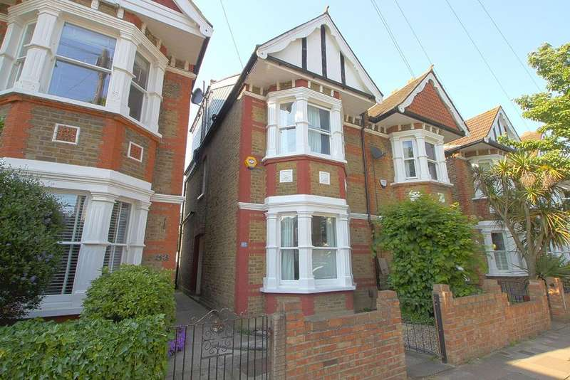 3 Bedrooms Terraced House for sale in Elthorne Park Road, Hanwell, W7