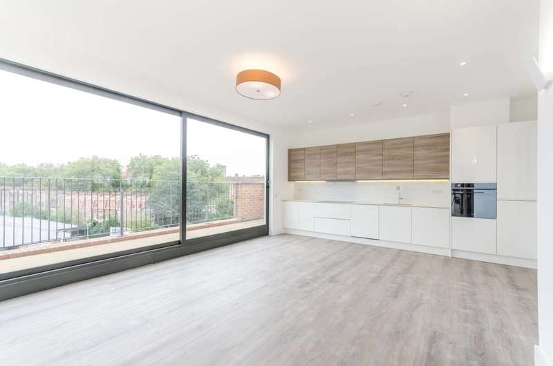 3 Bedrooms Flat for sale in Well Street, London Fields, E9