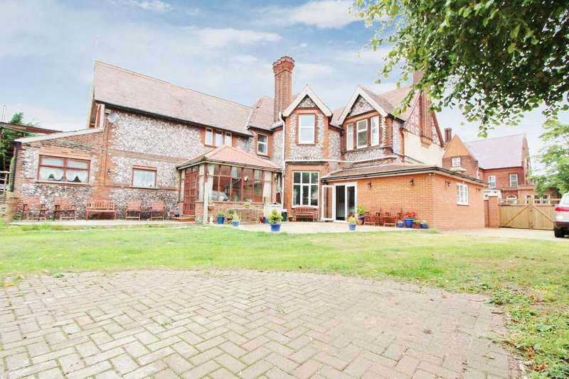 6 Bedrooms Detached House for sale in Euston Road, NR30