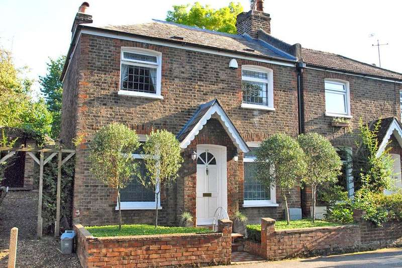 2 Bedrooms Semi Detached House for sale in Lawn Terrace, Blackheath, London, SE3