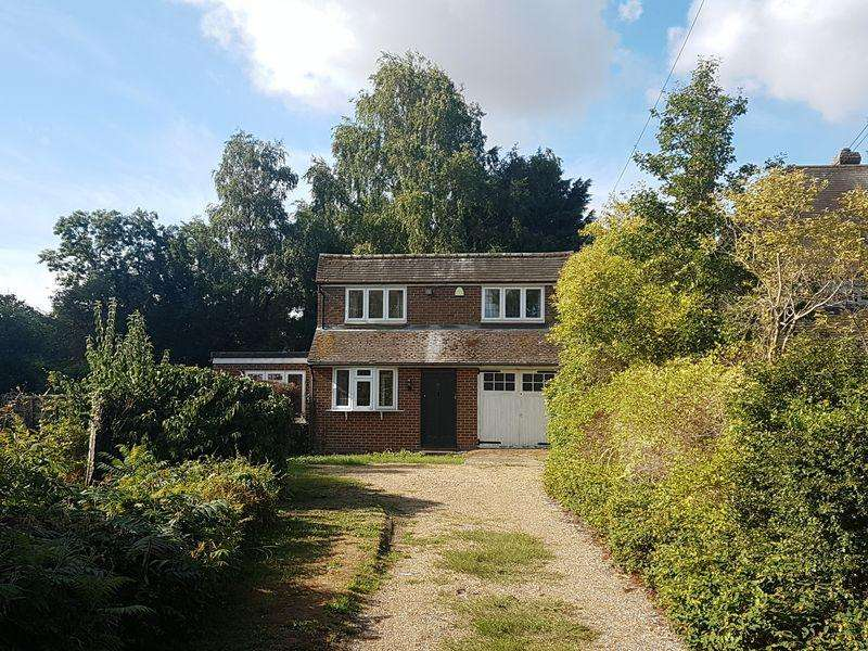 3 Bedrooms Detached House for sale in Beautifully beside the stream in Bray