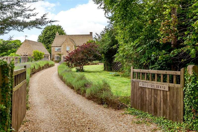 4 Bedrooms Detached House for sale in Burford Road, Old Brize Norton, Oxfordshire, OX18