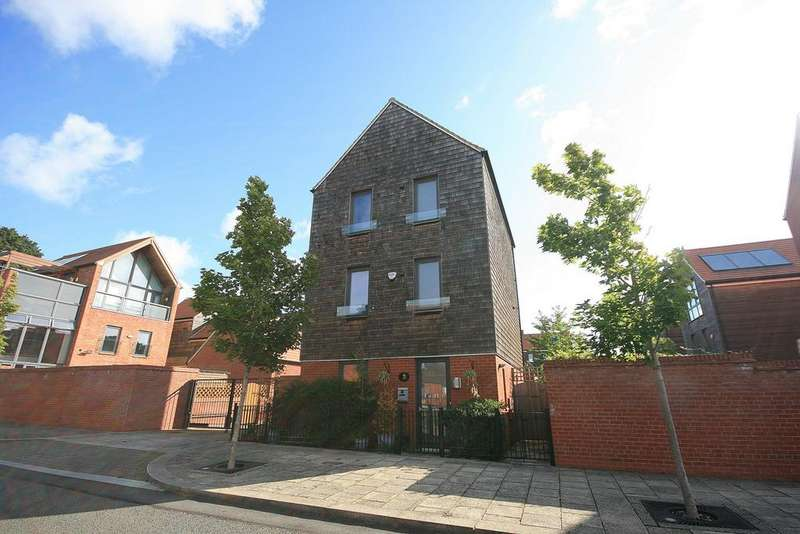 4 Bedrooms Detached House for sale in Harrington Drive, Upton, Northampton, NN5