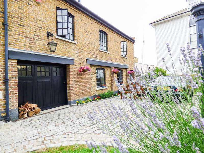 3 Bedrooms Detached House for sale in Commercial Place, Gravesend