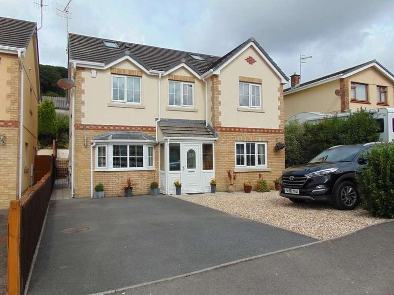5 Bedrooms Detached House for sale in Gwscwm Park, Burry Port, Burry Port, Carmarthenshire