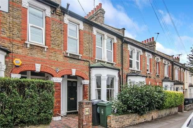 2 Bedrooms Flat for sale in Ringwood Road, Walthamstow, London