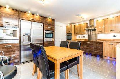 4 Bedrooms Terraced House for sale in Longshaw Close, Byron Bank, Blackley, Greater Manchester