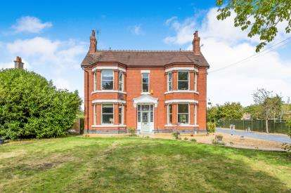4 Bedrooms Detached House for sale in Manor Avenue, Crewe, Cheshire