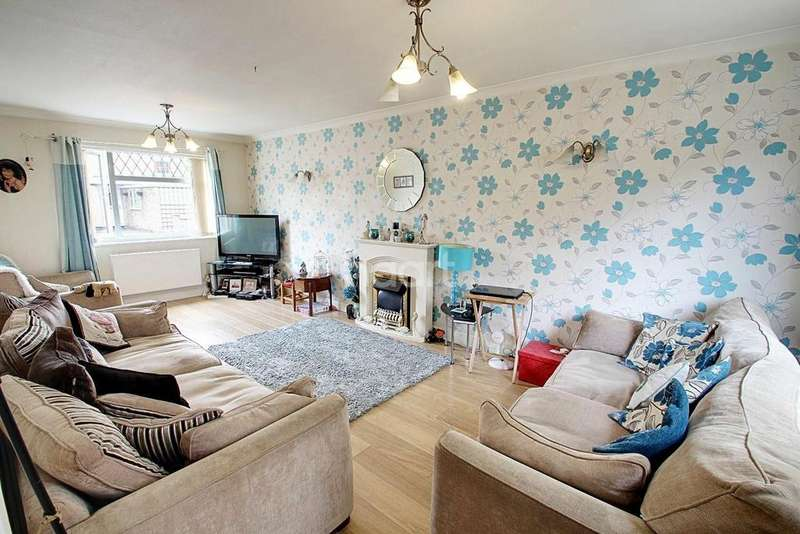 3 Bedrooms End Of Terrace House for sale in Yew Tree Drive, Leicester
