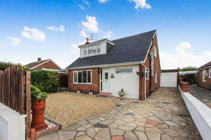 3 Bedrooms Bungalow for sale in Elswick Place, Lytham St Annes, Lancashire, England, FY8