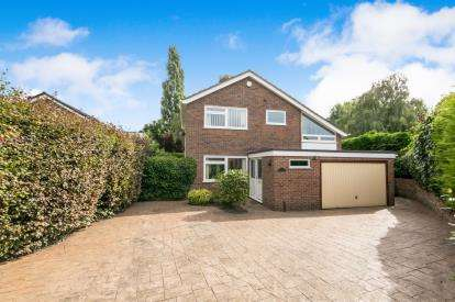 4 Bedrooms Detached House for sale in Maes Glas, Court Road, Wrexham, Wrecsam, LL13