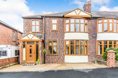 3 Bedrooms Semi Detached House for sale in Southway, Droylsden, Manchester, Greater Manchester