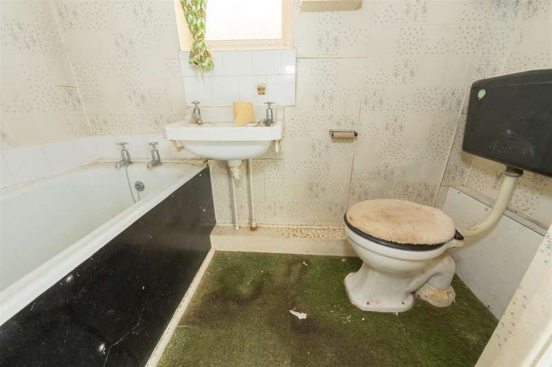 3 Bedrooms Semi Detached House for sale in Epping Way, Luton