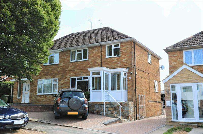 3 Bedrooms Semi Detached House for sale in Adelaide Road, High Wycombe