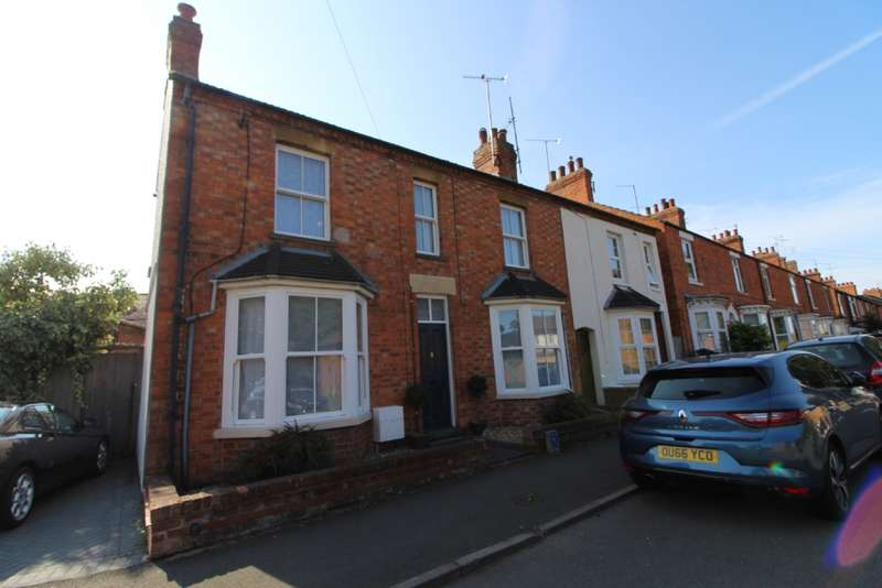 3 Bedrooms Semi Detached House for sale in Broad Street, Newport Pagnell, Buckinghamshire