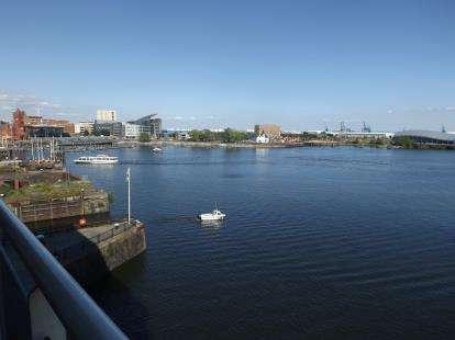 2 Bedrooms Flat for sale in Ocean Reach, Havannah Street, Cardiff Bay, Cardiff