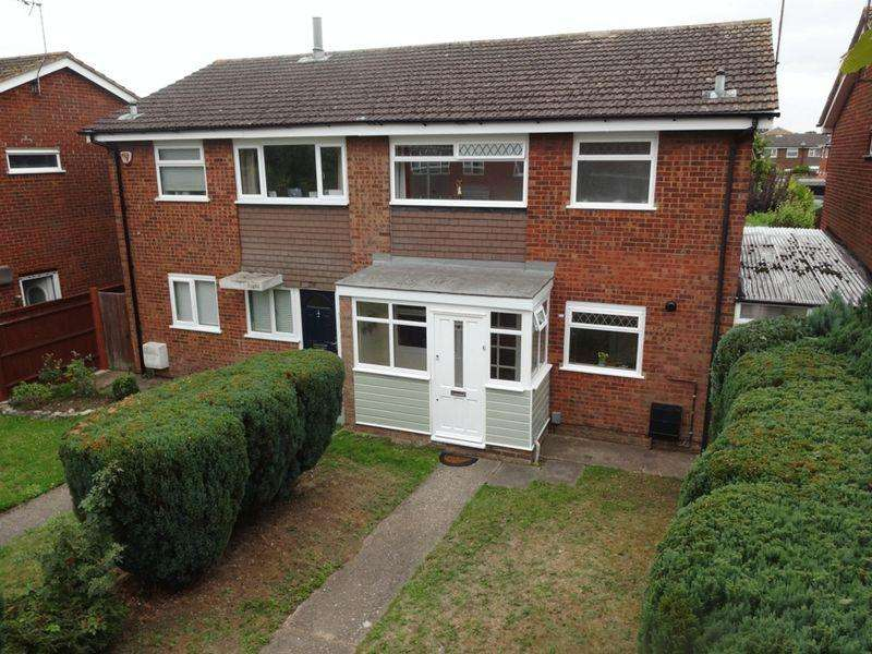 3 Bedrooms Semi Detached House for sale in Abbey Walk.