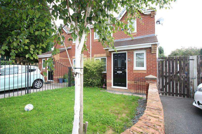 3 Bedrooms Semi Detached House for sale in Peel House Close, Little Hulton