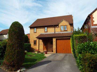 3 Bedrooms Detached House for sale in Oaktree Crescent, Bradley Stoke, Bristol, Gloucestershire