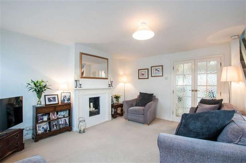 3 Bedrooms Semi Detached House for sale in Hag Hill Rise, Taplow